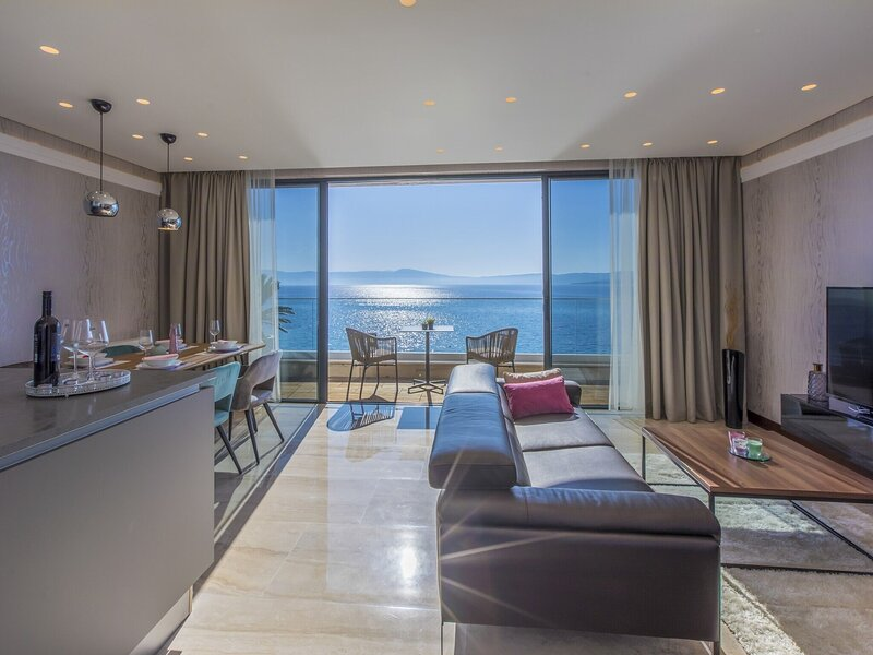 Luxury apartment with private swimming pool ,15m distant from the beach, aluguéis de temporada em Selce