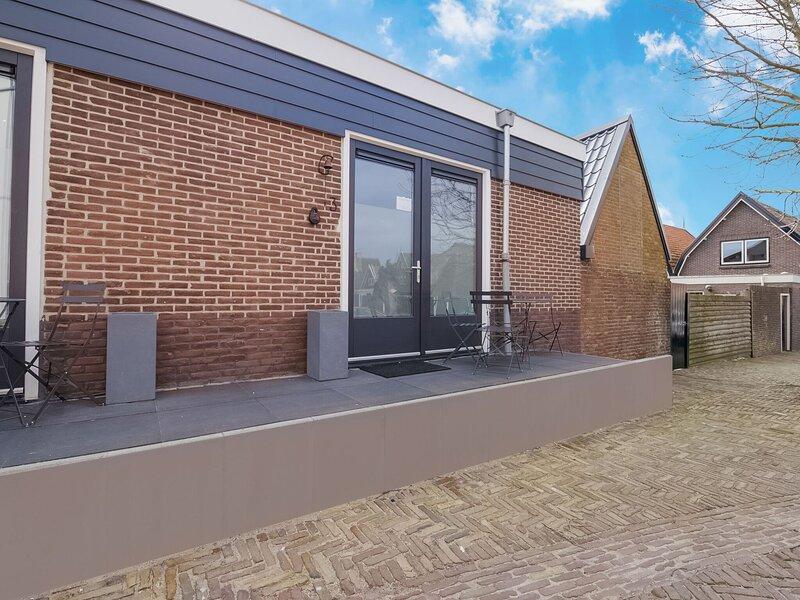 Snug Holiday Home in Den Oever near Seabeach, aluguéis de temporada em Westerland