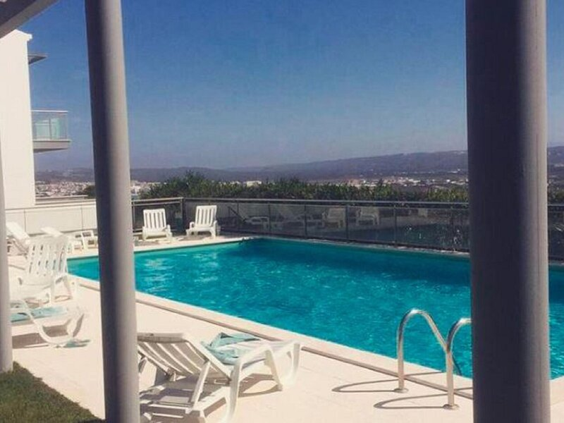 Modern Holiday Home in Salir do Porto with Swimming Pool, alquiler vacacional en Salir do Porto