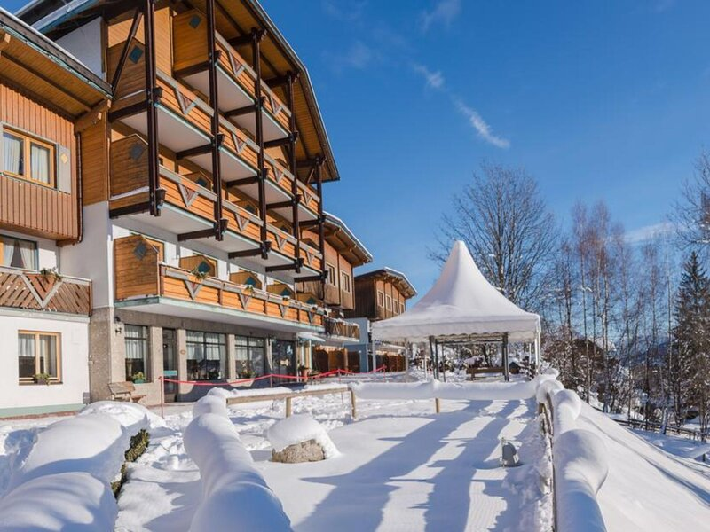 Beautiful Holiday Home in Schladming with Balcony, vacation rental in Ramsau am Dachstein