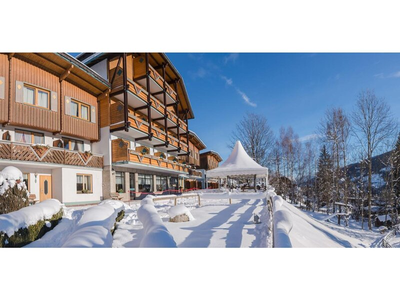 Cosy Holiday Home in Schladming near Skiing Area, vacation rental in Ramsau am Dachstein