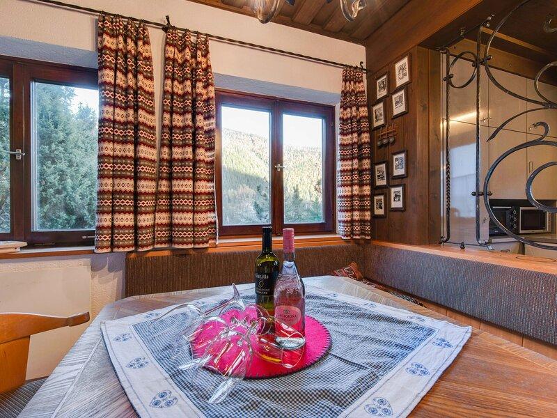 Pretty Holiday Home in Bad Kleinkirchheim close to Ski Area, location de vacances à Dobriach