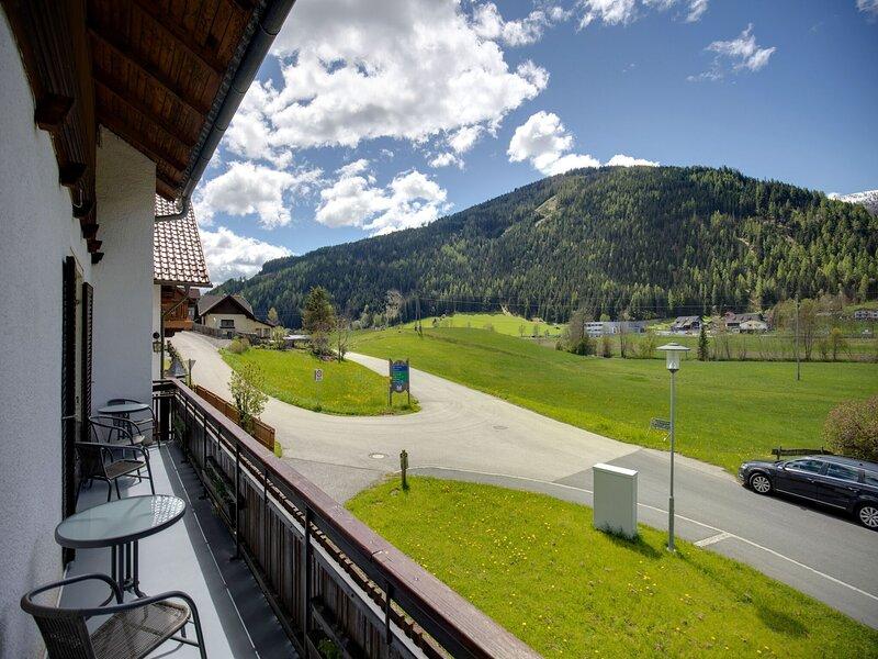 Spacious Apartment in Patergassen near Ski Area and Lake, holiday rental in Ebene Reichenau