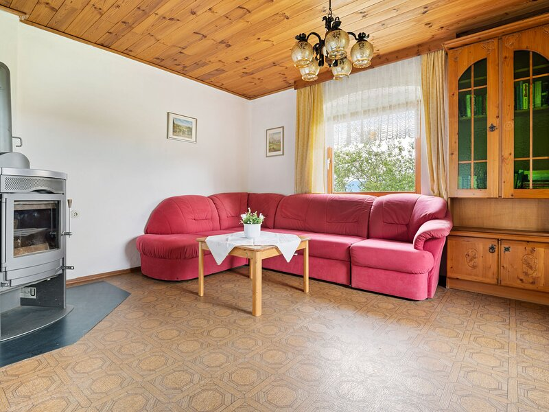 Tranquil Holiday Home in Thürn with Balcony, holiday rental in Wolfsberg