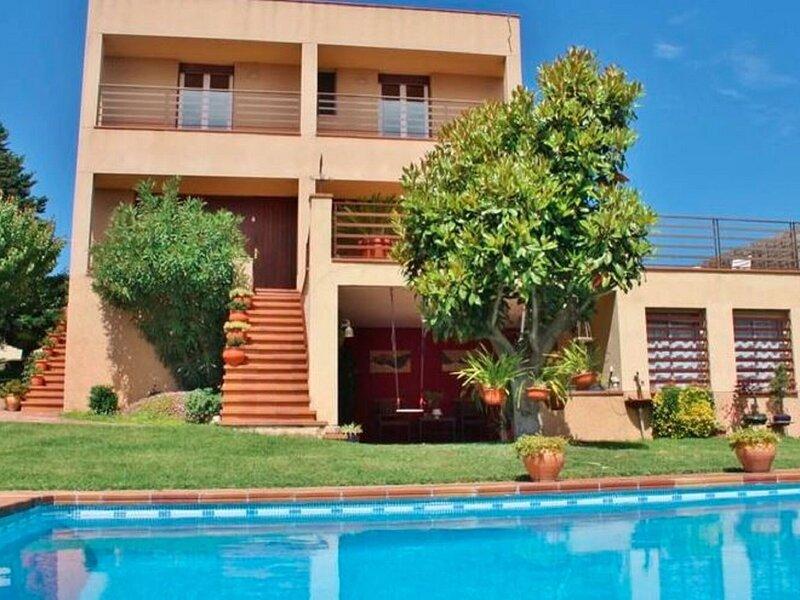 Luxurious Villa in Canovelles with Swimming Pool, aluguéis de temporada em Montseny
