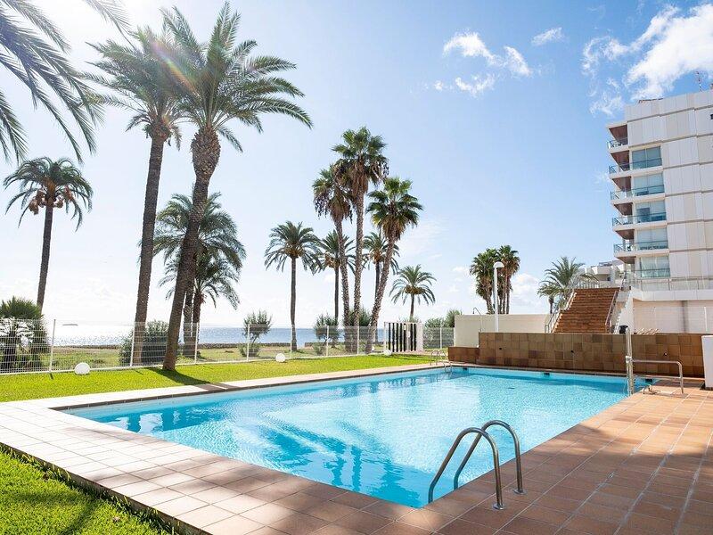 Charming Apartment in Ibiza-stad near Seabeach, holiday rental in Playa d'en Bossa