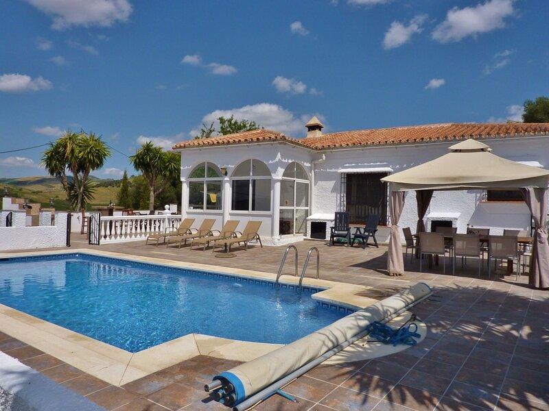 Splendid Villa in Almogía with Private Swimming Pool, alquiler de vacaciones en Antequera