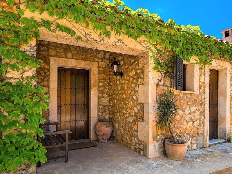 Lovely villa in S' Espinagar with garden and private pool, location de vacances à Calas de Majorca