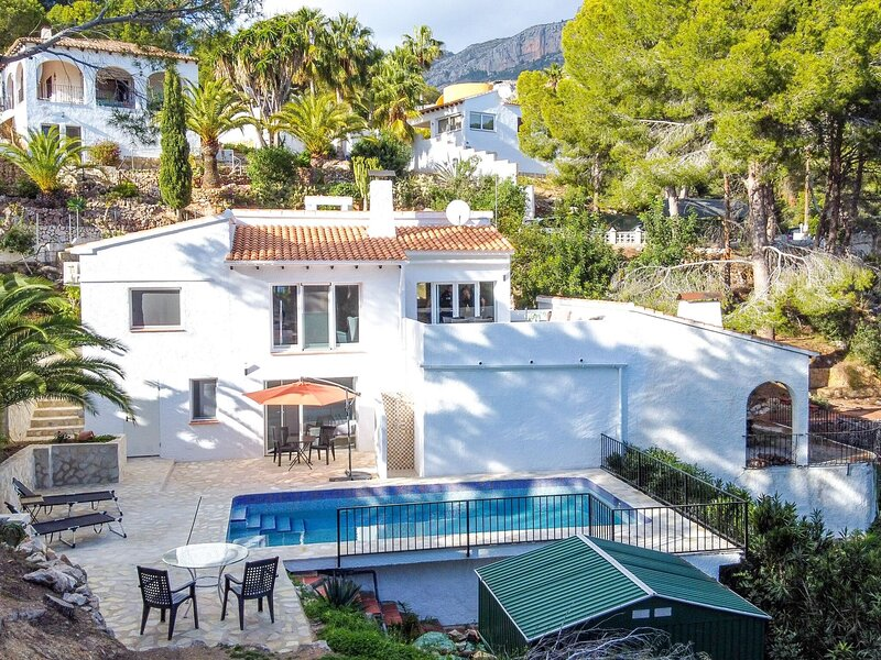 Urbane Holiday Home in Altea with Private Swimming Pool, holiday rental in Tarbena