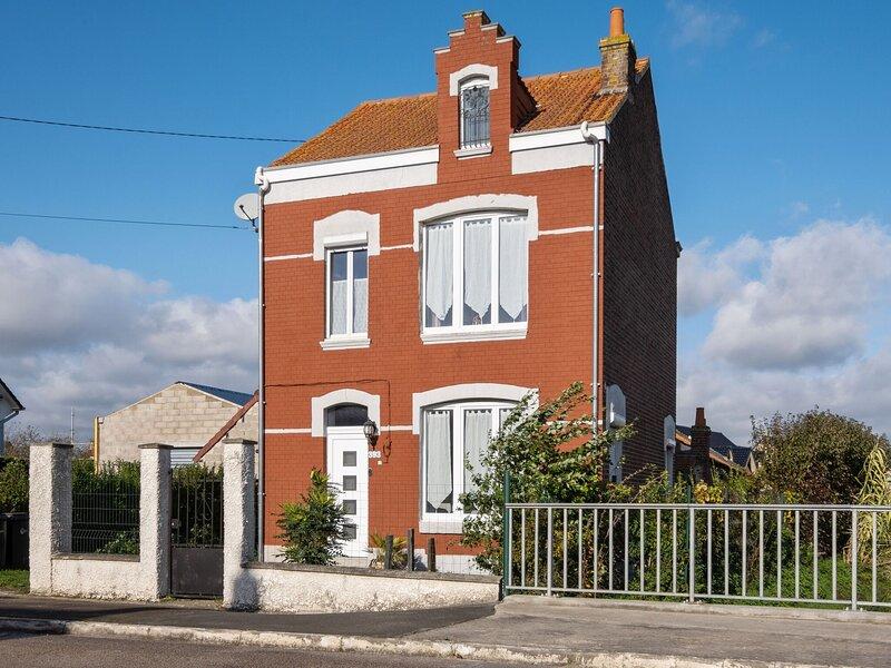 Pleasant Holiday Home in Saint-Pierre-Brouck with Garden, casa vacanza a Watten