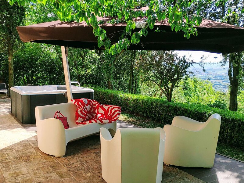 Tranquil Holiday Home in Pesaro with Jacuzzi, casa vacanza a La Siligata
