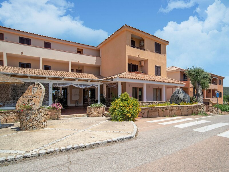 Attractive Holiday Home in Marinella with Balcony, holiday rental in Marinella