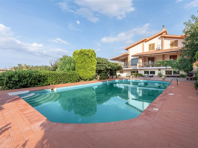Marvellous Holiday Home near Palermo with Pool and Garden, holiday rental in Ficarazzi