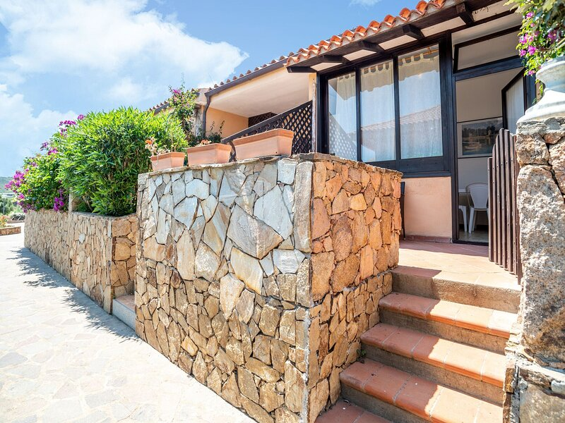 Inviting Holiday Home in Marinella near Beach, City Centre, holiday rental in Marinella