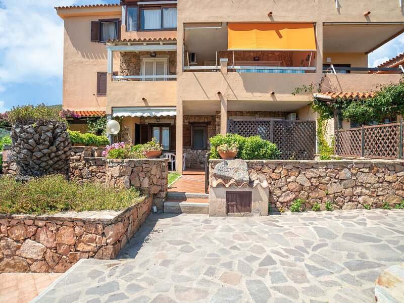 Ideal Holiday Home in Marinella near Spiaggia di Marinella, holiday rental in Marinella