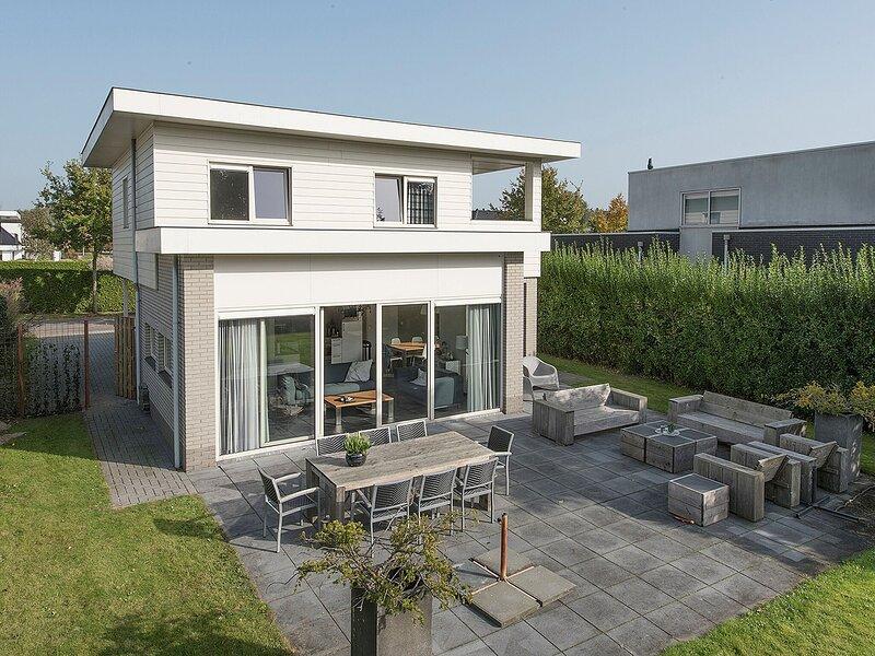 Luxury villa in Harderwijk with garden directly on the water, location de vacances à Province de Flevoland