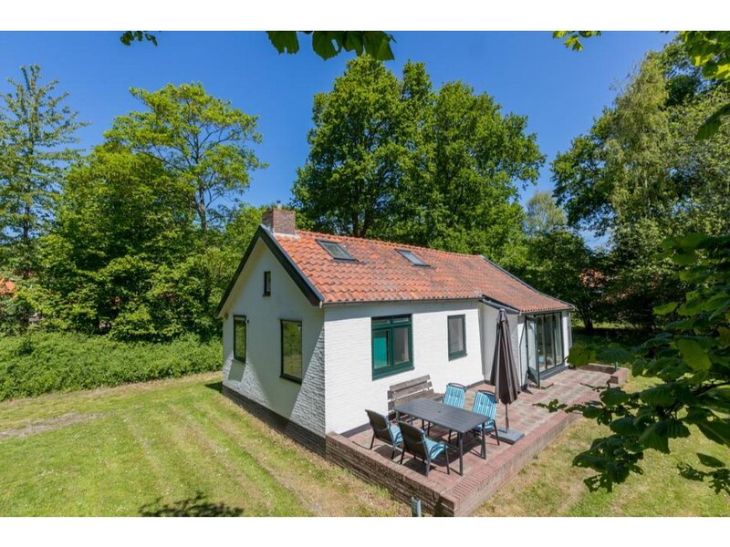 Attractive holiday home in a quiet location with a spacious garden, holiday rental in Breezand