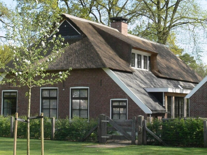 Charming Holiday Home in Nijverdal with Jacuzzi, casa vacanza a Rijssen