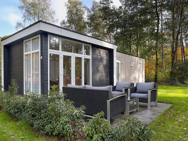 Modern holiday home located in a quiet spot at the edge of the forest, holiday rental in Neede