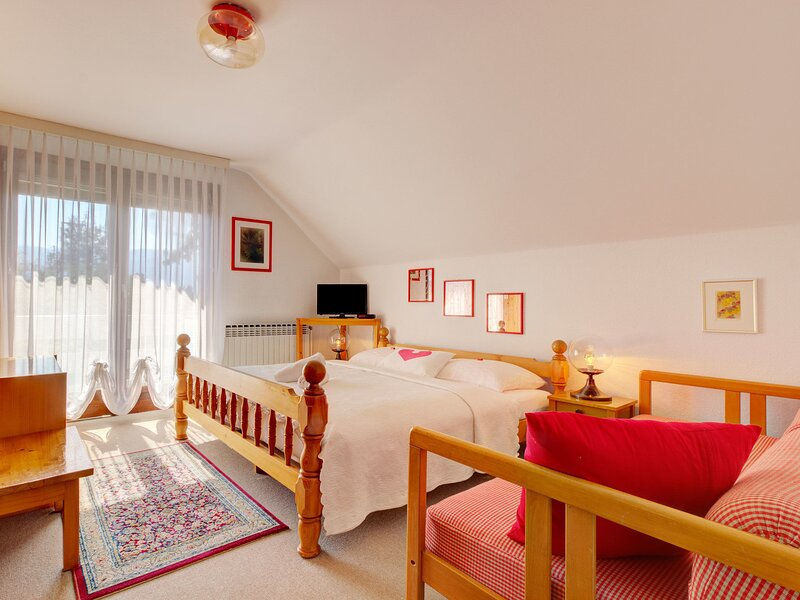 Quaint Apartment in Bled Slovenia with Garden, holiday rental in Radovljica