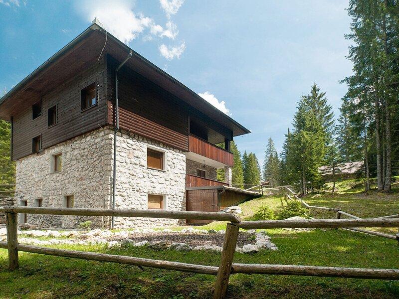 Lovely Apartment in Goreljek with Balcony, holiday rental in Bohinjska Cesnjica