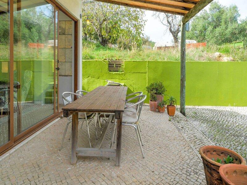 Comfy Holiday Home in Setúbal Municipality near Forest, vacation rental in Portinho da Arrabida