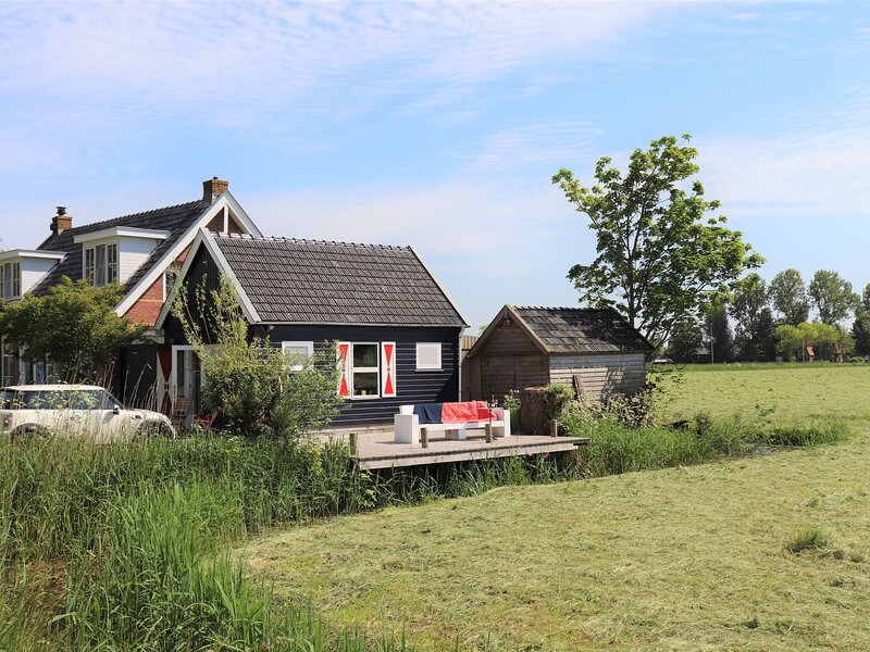 Cozy apartment in Lekkum with rural view, holiday rental in Reitsum