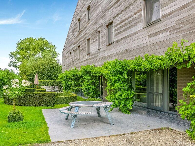Serene Holiday Home in Gijverinkhove with Terrace, Garden, location de vacances à Oostvleteren
