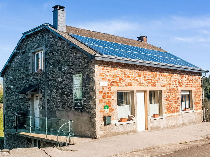 Attractive Holiday Home in Orchimont with Fenced Garden, vacation rental in Chairiere