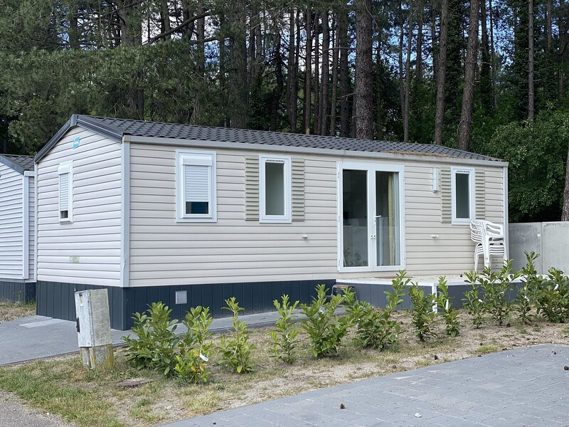 Comfy chalet with microwave, Antwerp at just 39km, holiday rental in Lille