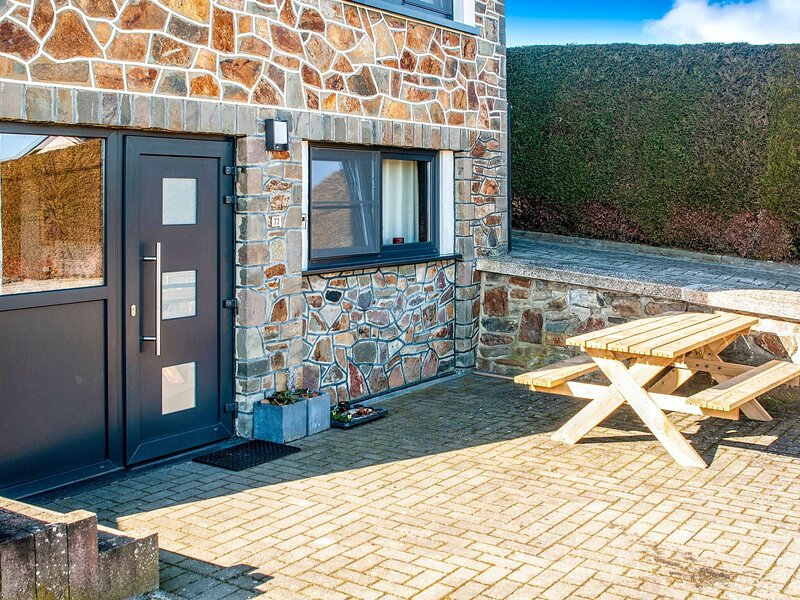 Sophisticated Holiday Home in Lierneux with Garden, holiday rental in Arbrefontaine