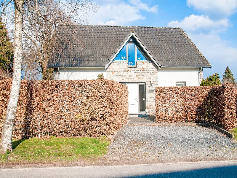 Luxurious holiday home with sauna and jacuzzi on the edge of the Hautes Fagnes, holiday rental in Robertville