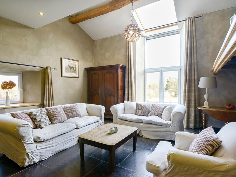Magnificent Holiday Home in Manhay with Fenced Garden, vacation rental in Harre