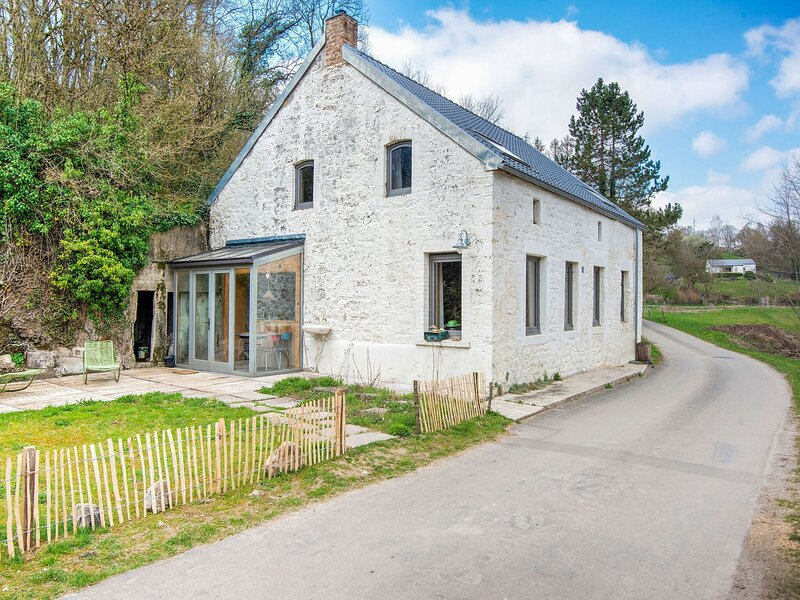 Comfy Holiday Home in Philippeville with Garden, holiday rental in Gerpinnes