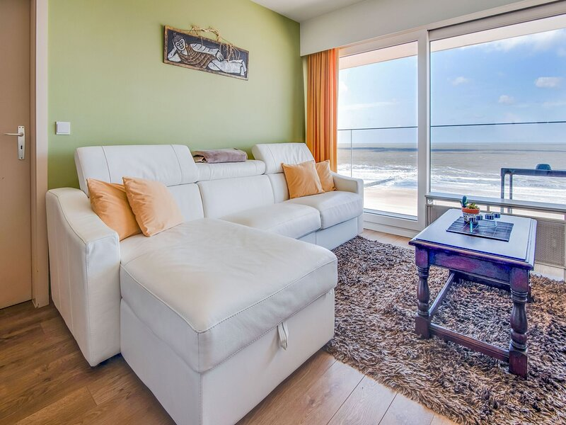 Welcoming Apartment in Blankenberge with Terrace, vacation rental in Wenduine