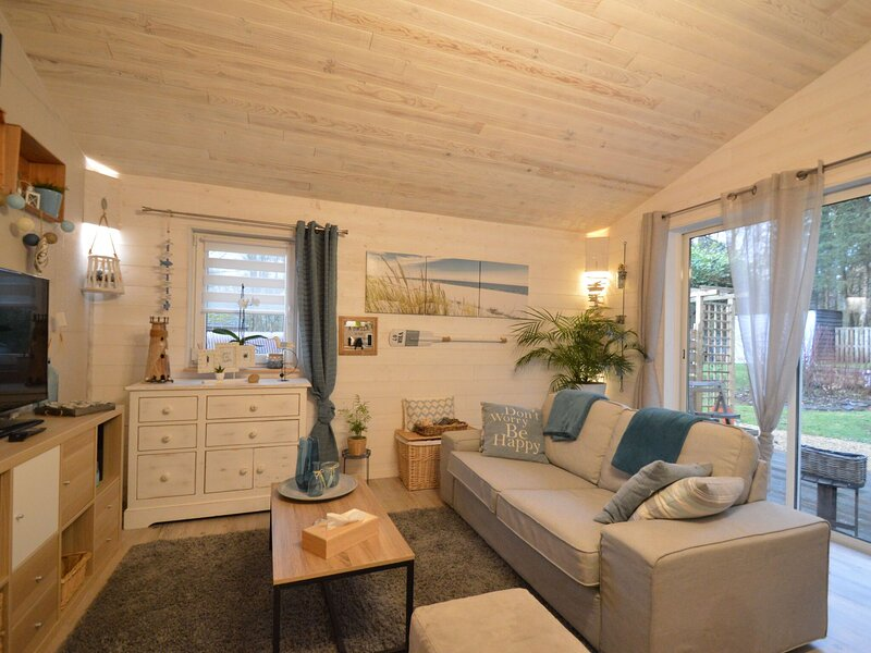 Alluring Chalet in Chatillon with Fenced Garden, vacation rental in Leglise
