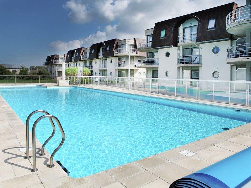 Lovely Apartment in Bredene with Fenced Garden, location de vacances à Zerkegem