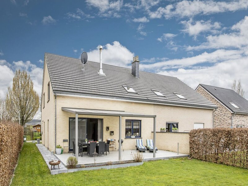 Stylish Holiday Home in Kettenis with Garden, holiday rental in Eupen