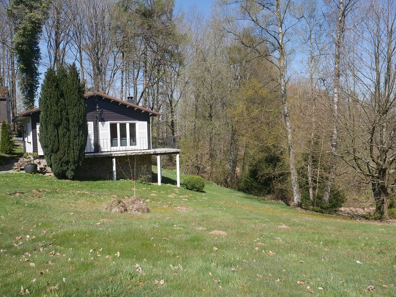Attractive holiday home in Ferrières with a garden, vacation rental in Harre