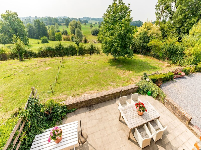 Magnificent Holiday Home in Sint-Martens-Voeren with Garden, holiday rental in Sint-Martens-Voeren