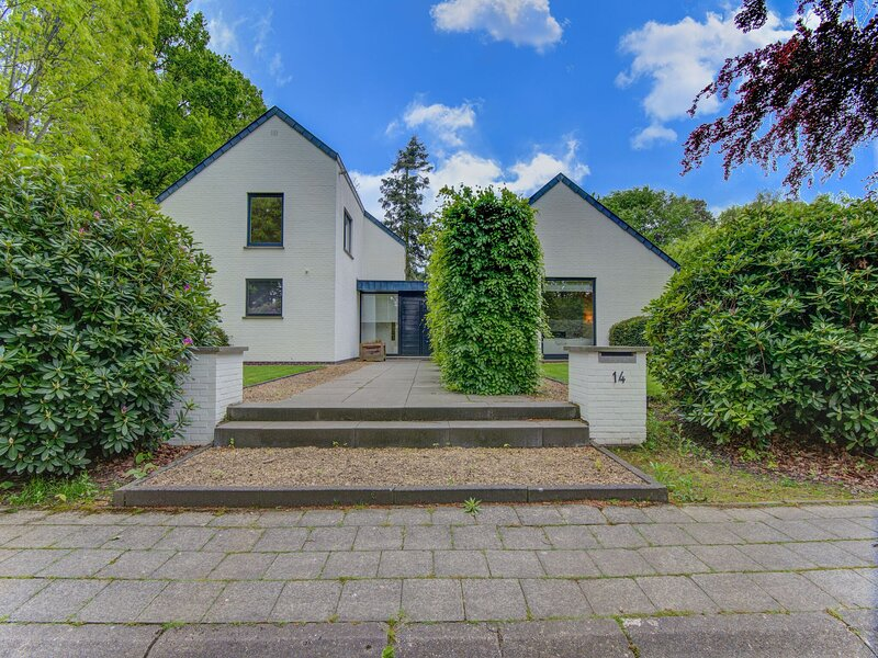 Villa on the border of Netherlands-Belgium with a pool, location de vacances à Roosendaal