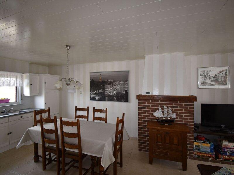 Serene Holiday Home in Peer with Terrace, aluguéis de temporada em Neerpelt
