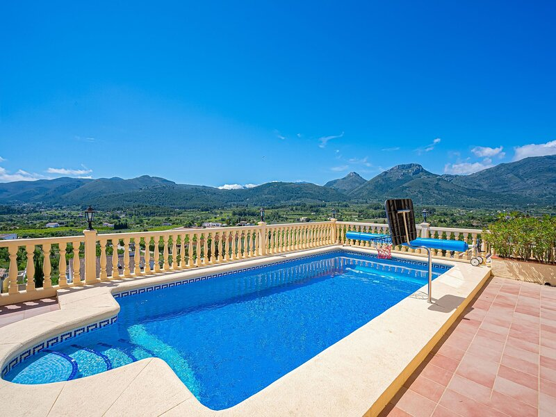 Mountain-view Holiday Home in Drimmelen with Pool, holiday rental in Tarbena