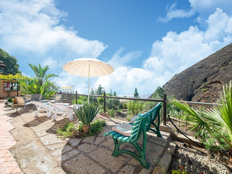 Appealing Holiday Home in La Escalona with Mountain Views, vacation rental in Vilaflor