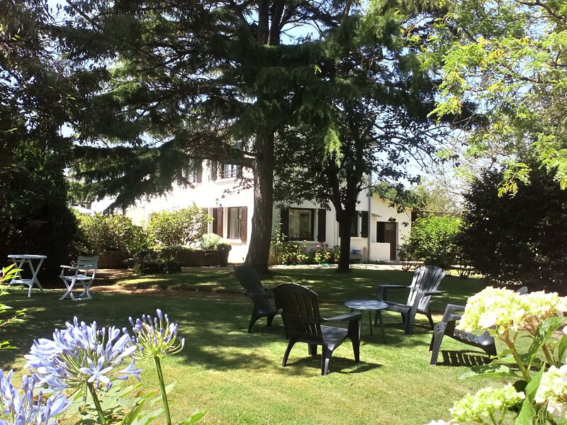 Quaint Holiday Home in Saint with Garden, holiday rental in Plourhan