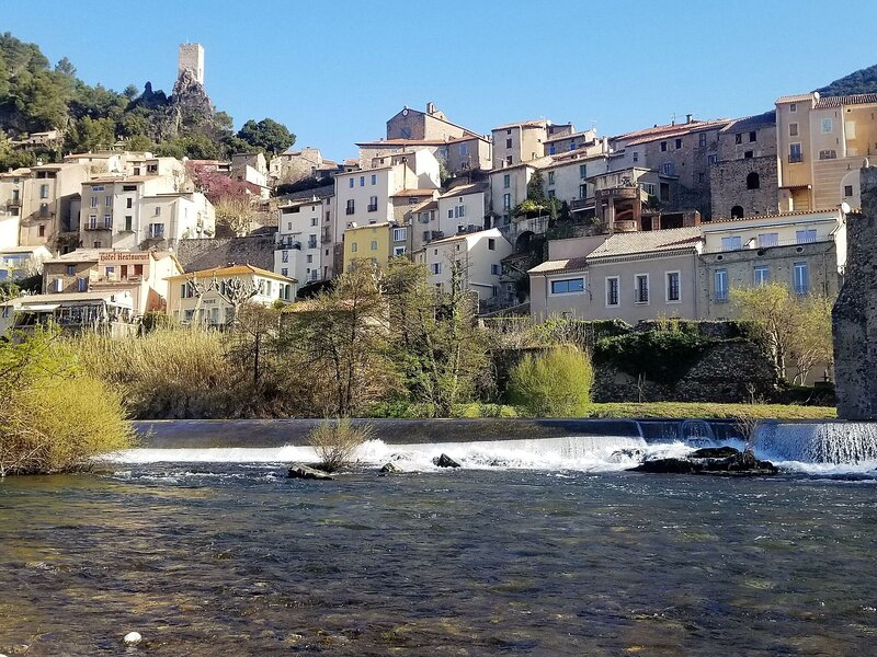 Elegant Holiday Home in Roquebrun with Garden, holiday rental in Causses et Veyran