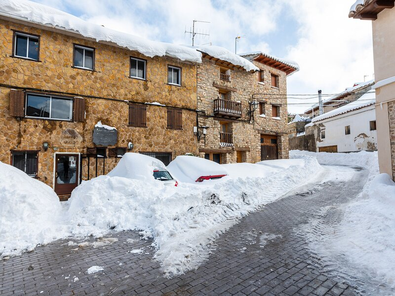 Plush Apartment in Gudar with Heating, holiday rental in Aliaga