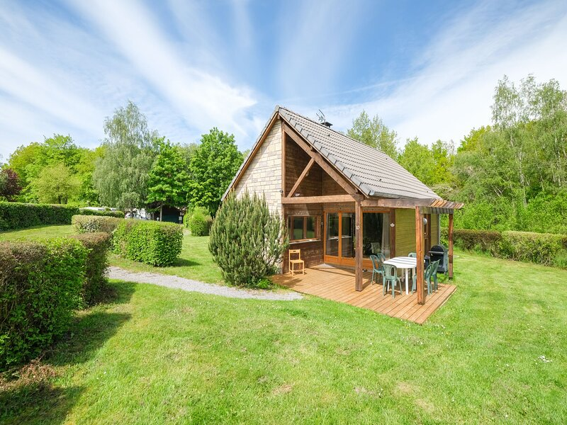 Charming cottage number 10 in Signy-le-Petit in the heart of nature, holiday rental in Mondrepuis