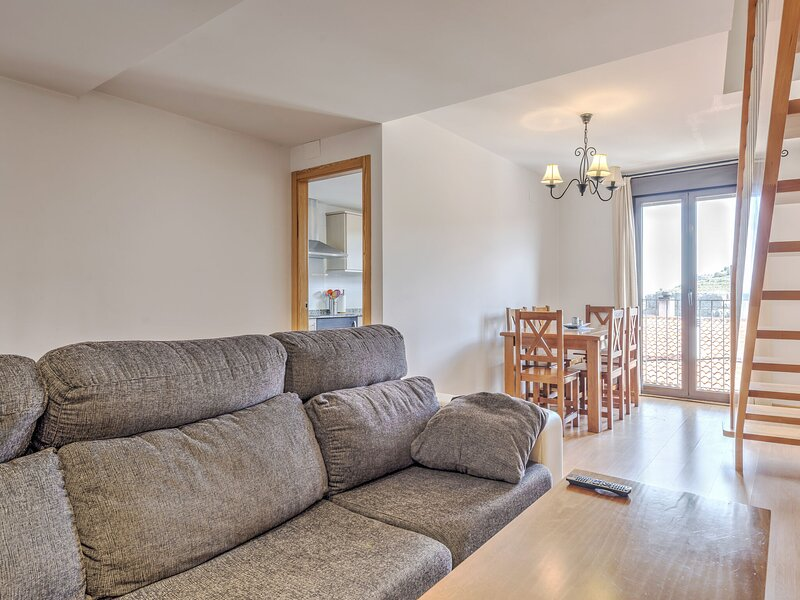 Modern Apartment in Gudar with Terrace, holiday rental in Aliaga