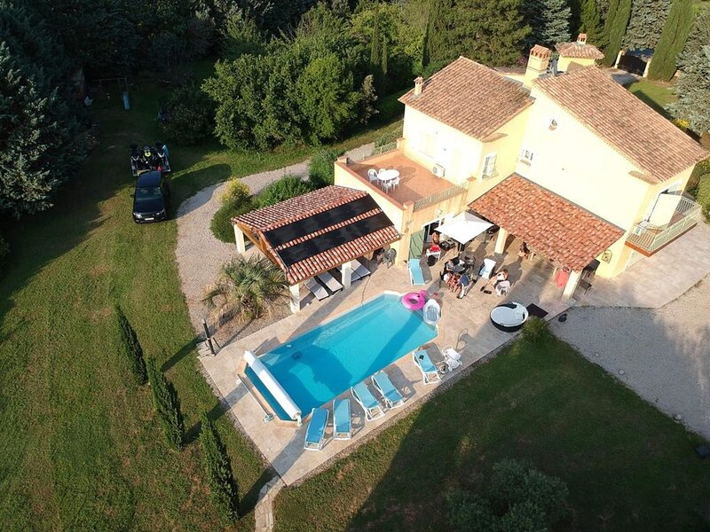 Stunning Holiday Home in Brue-Auriac with Swimming Pool, casa vacanza a Saint-Martin-de-Pallieres